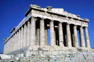 Il Partenone è uno dei più classici esempi di mancanza di decoro. La maggior parte delle metope e delle sculture se le sono fregate gli inglesi e per vederle dovete andare al British Museum